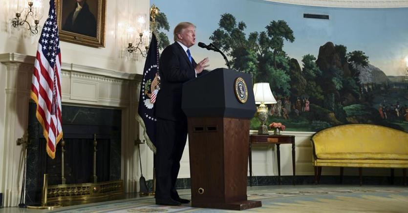 Il presidente Trump durante il discorso sull'Iran nella Diplomatic Reception Room della Casa Bianca